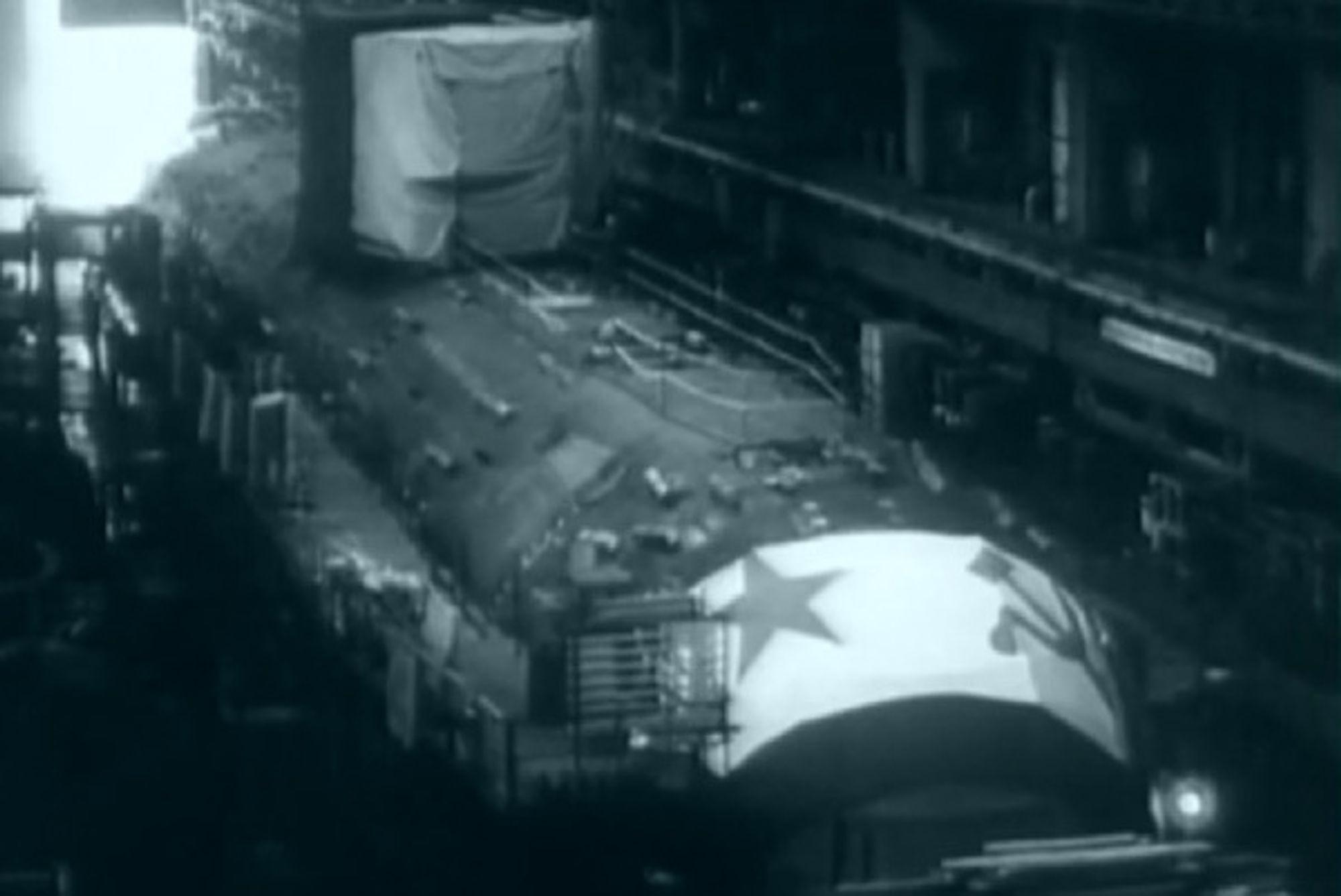 KOMSOMOLETS: Atomubåten sank i Norskehavet den 7. april 1989. Tjue år etter ligger den fortsatt og ruster på 1700 meters dybde. Havforskningsinstituttet vurderer likevel at vraket er en liten fare.