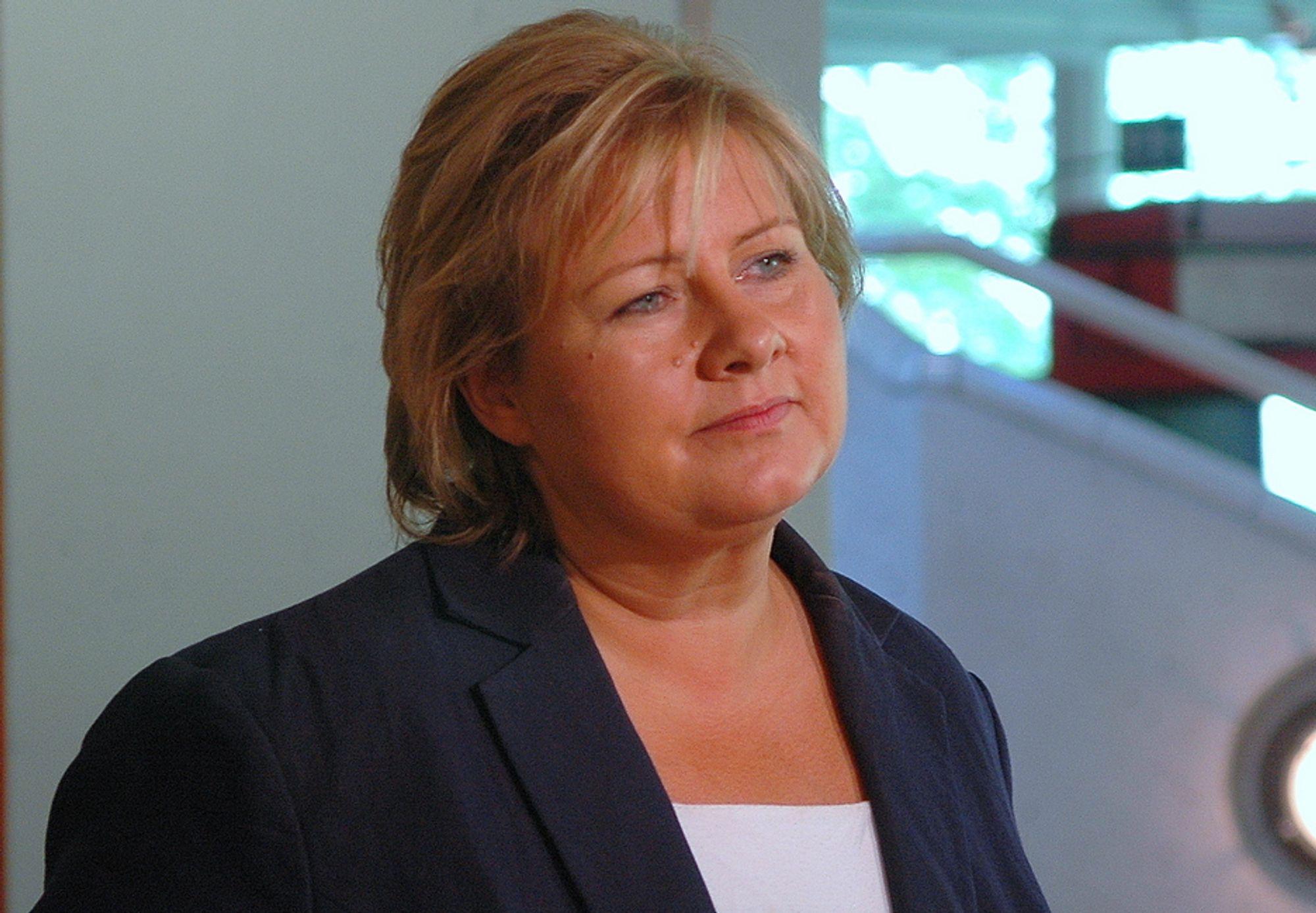 OPPGITT: Høyres leder Erna Solberg er oppgitt over debatten om Lofoten og Vesterålen. - Det virker som om det et verdensmesterskap i klima. Det burde handle om å utvikle en region slik at vi kan være i stand til å sikre arbeid til befolkningen utvikle velferdsstaten, sier hun.