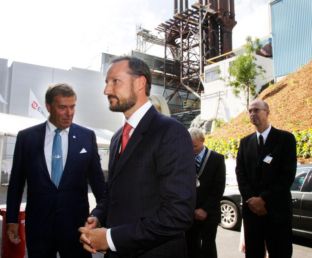 STILLE: Elkem Solar ble åpnet av kronprins Haakon i august, men har stått stille på grunn av brann.