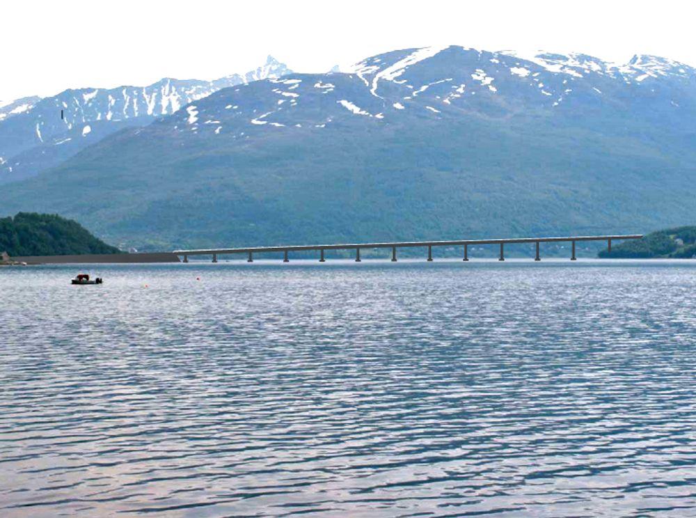 Denne fotomontasjen ble lagd i forbindelse med kommunedelplanen. Det er neppe grunn til å tro at brua over Ramfjorden blir dramatisk forskjellig fra denne.