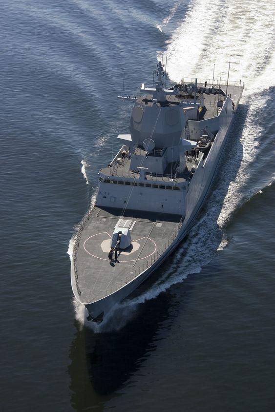 Fregatten nærmer seg den indre delen av Oslofjorden.
