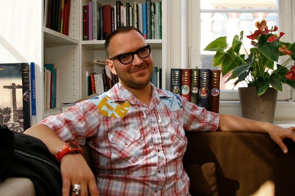 Cory Doctorow vil ha dele ut bøkene sine for gratis nedlasting, men får nei av sitt norske forlag.