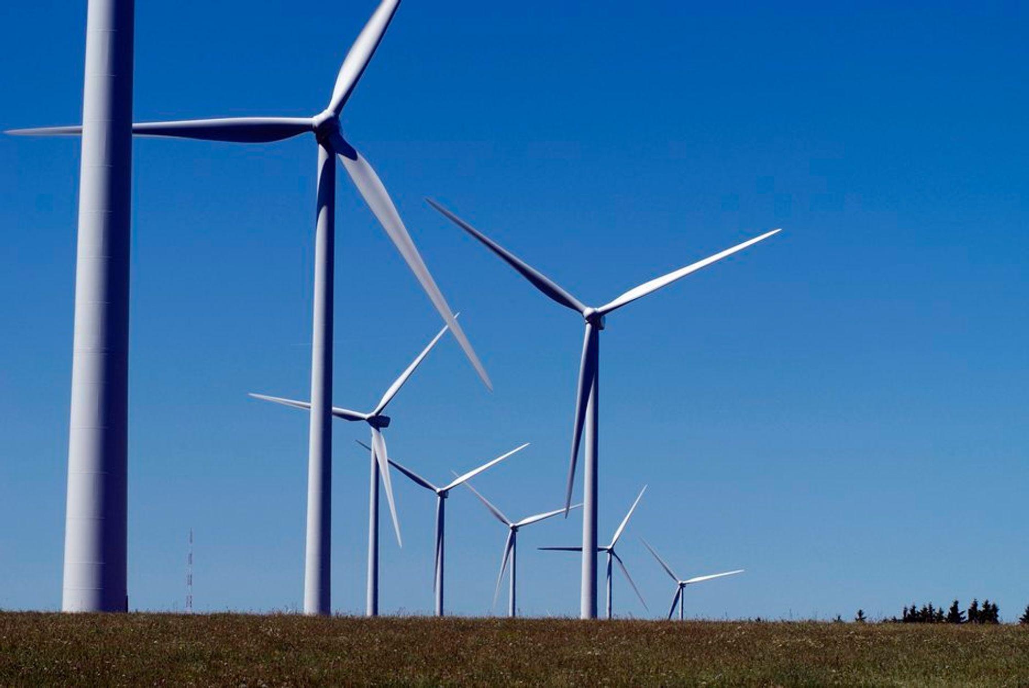 Innbyggere i norske vindkraftkommuner er mer positive til vindkraft enn befolkningen for øvrig. 7 av 10 som kan se møllene fra huset vil ha flere.