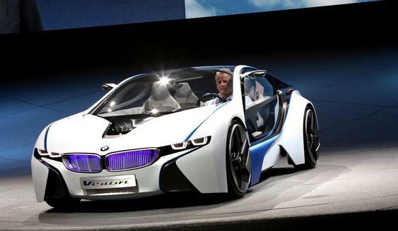"""BMW Vision er navnet på konseptbilen som gir en pekepinn på hvordan BMW ser for seg elektrisk framdrift med moroa inntakt. """"Joy defines the future"""", er slagordet."""