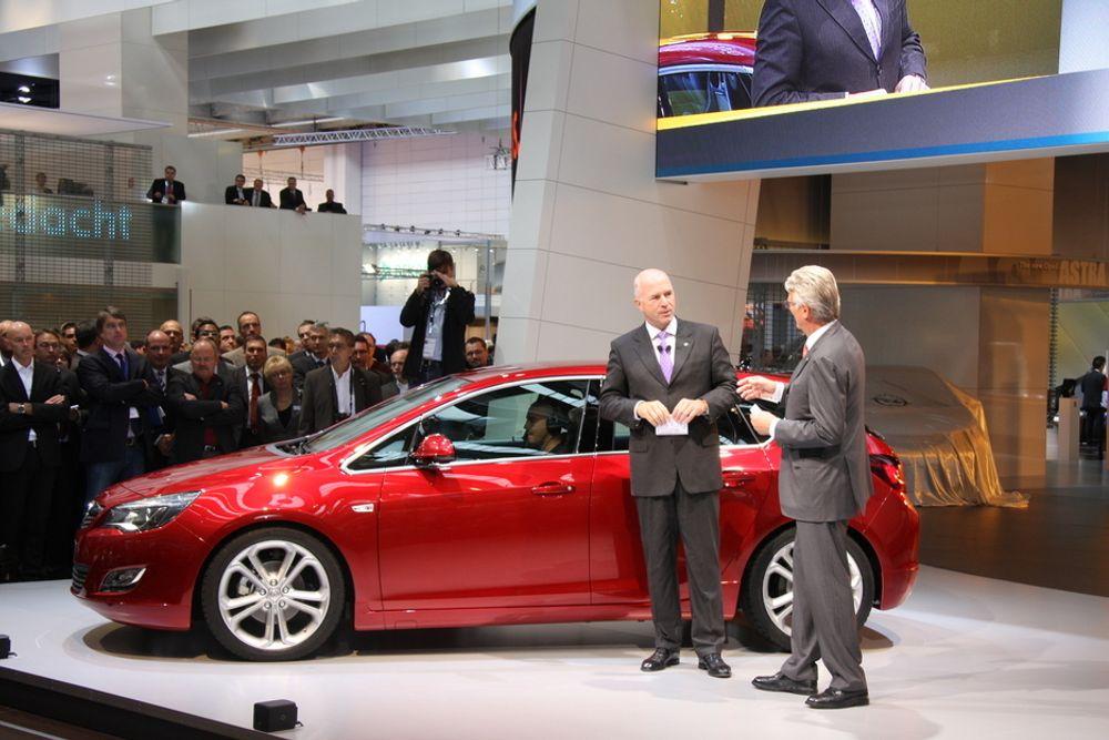 UTSLIPP: Nye, mer drivstoffeffektive biler selger mer i Europa. Her nye Opel Astra, presentert på bilmessen i Frankfurt.
