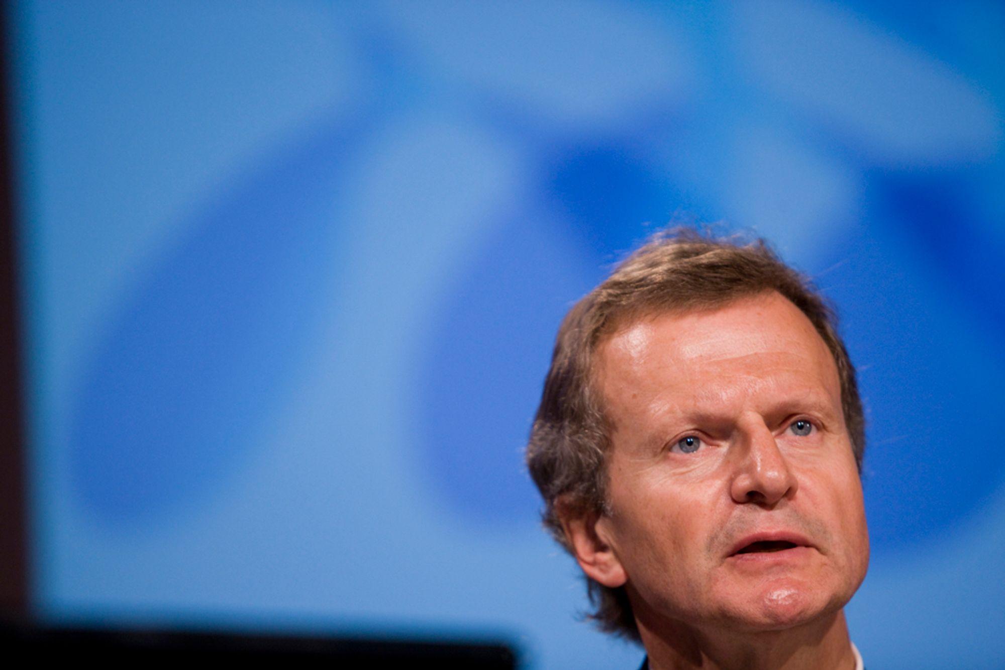 MÅ VENTE: Telenors konsernsjef Jon Fredrik Baksaas må konstatere at ankesaken i Russland er utsatt med et halvt år.