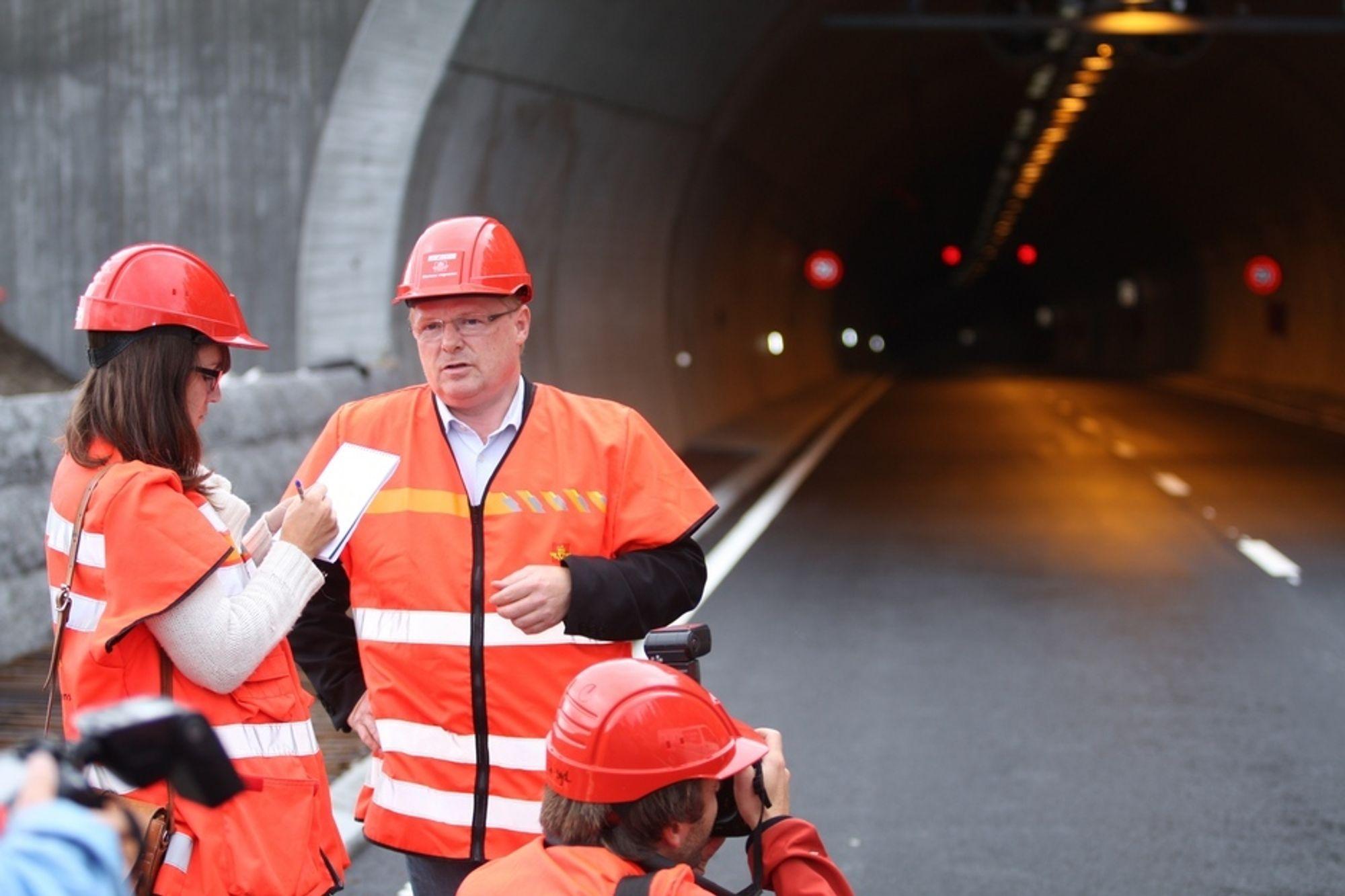 VIL HA FORANDRING: Leder av transportkomiteen på Stortinget, Per Sandberg (Frp), mener funksjonskontraktene på veivedlikehold må deles opp for å slippe til mindre entreprenører. - Da får vi større konkurranse om disse kontraktene, sier han.