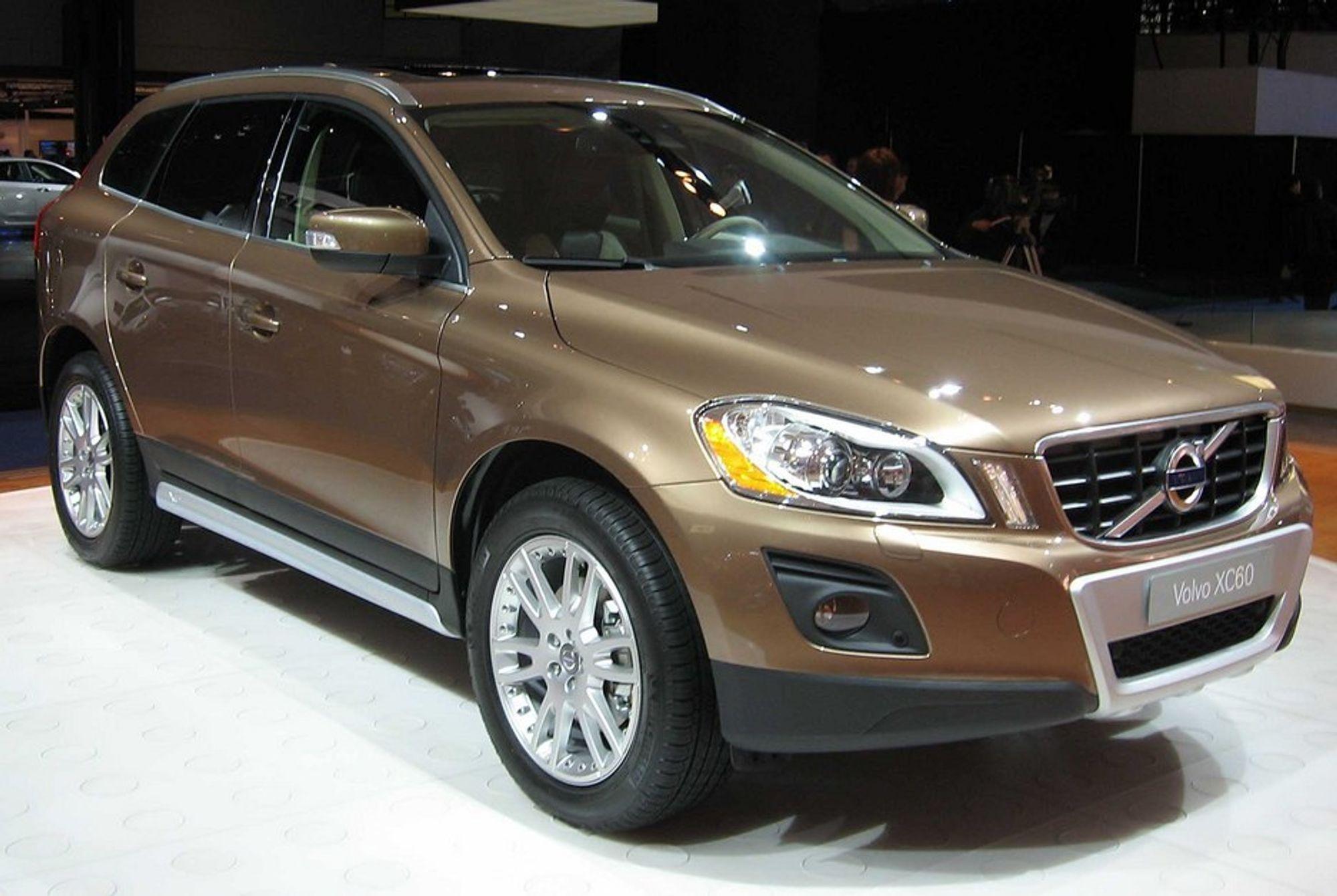 SALGSSUKSESS: Mellomstore SUV-biler i premiumsegmentet, som Volvo XC60, selger meget bra. XC60 leder salgsstatistikken i dette segmentet.