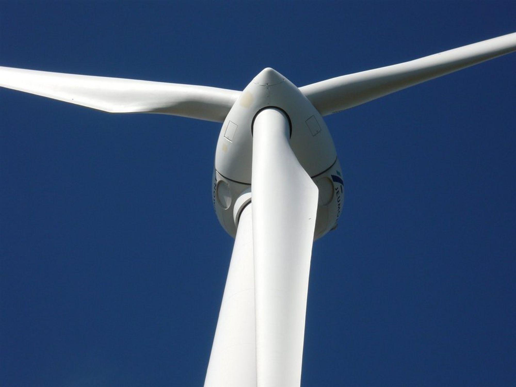 DYRT: Ny svensk rapport advarer mot en omfattende vindkraftutbygging, da det koster for meget.