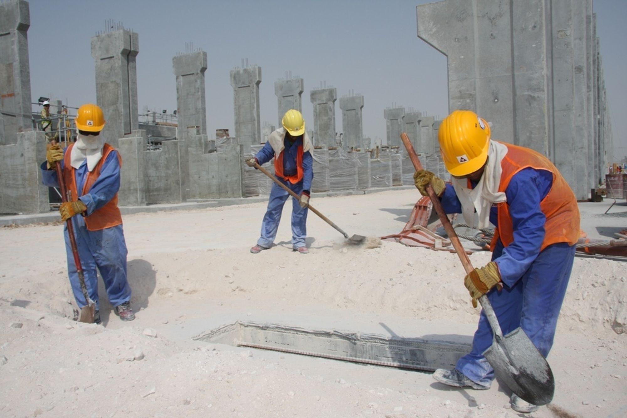 En 27 år gammel mann fra Nepal omkom i en arbeidsulykke her på byggeplassen til Qatalum-prosjektet i Qatar om morgenen 1. februar. Dette bildet ble tatt i september i fjor.
