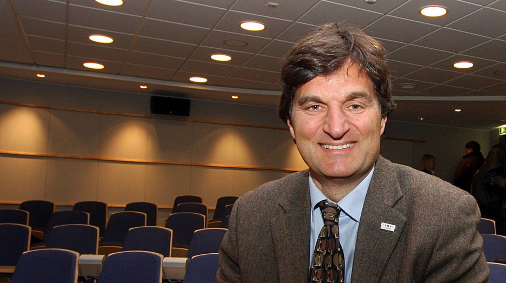 Avinor-sjef Sverre Quale tror lyntog vil føre til døden for mange småflyplasser rundt omkring i distriktene.