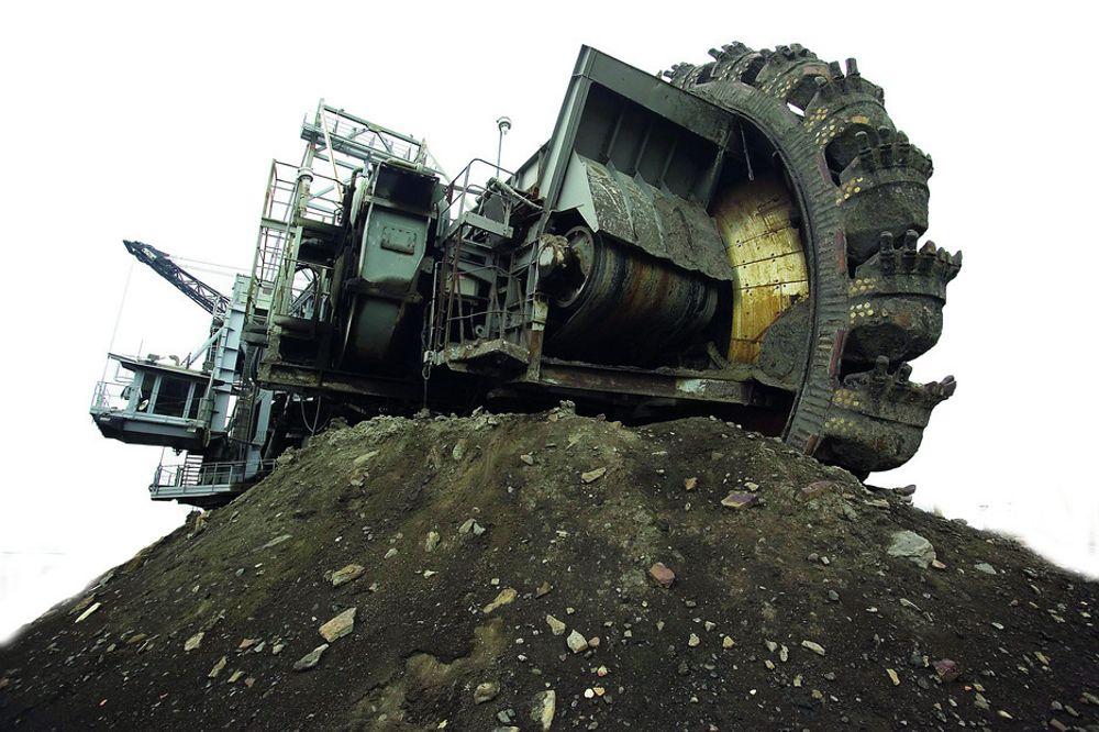 SISTE UTVEI: Oljeproduksjon fra den tjæreaktige oljesanden i Canda er nokså skittent og dyrt, men verden trenger energi. BP tror på fortsatt fossil vekst, men frykter at den kan bli dempet av midlertidig energimangel. Det kommer fram i rapporten Energy Outlook 2030.