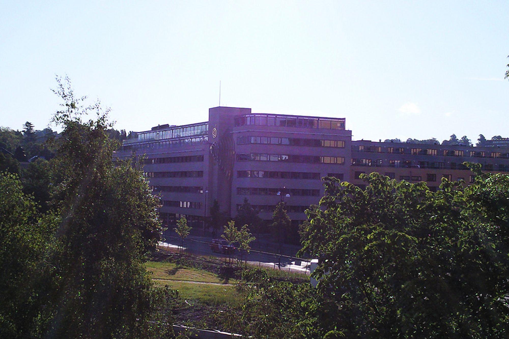 En ansatt ved hovdkontoret til Plan- og bygningsetaten i Oslo skal ha mottatt penger fra et eiendomsfirma og et arkitektfirma i forbindelse med en rekke saker personen var ansvarlig for.