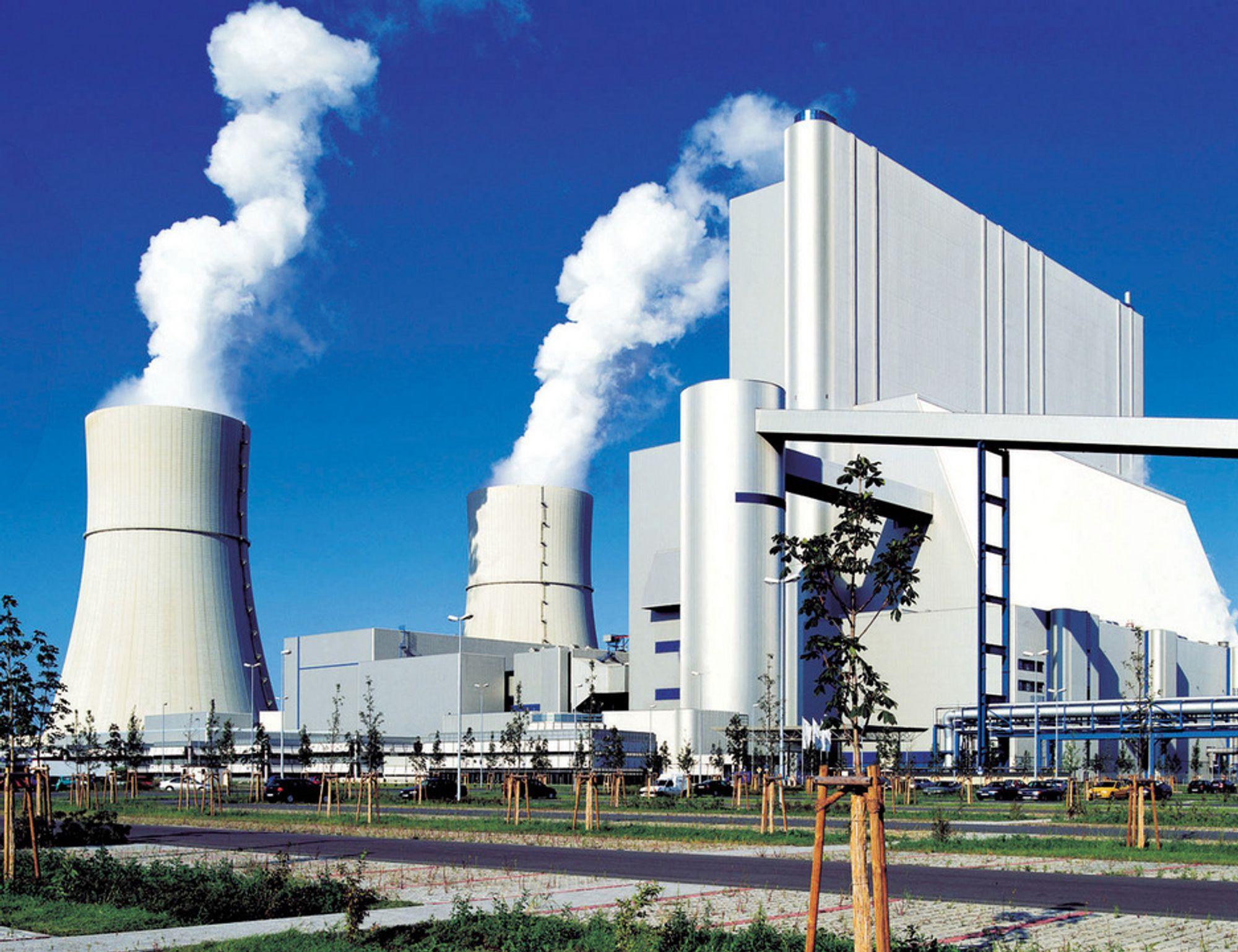 KULLKRAFT: Vattenfalls tyske brunkullsverk Schwarze Pumpe. Nå planlegger konsernet mer kullkraft i Polen. Det erstatter eldre og mer forurensende kullkraftverk, men vil fortsatt gi store utslipp av CO2.