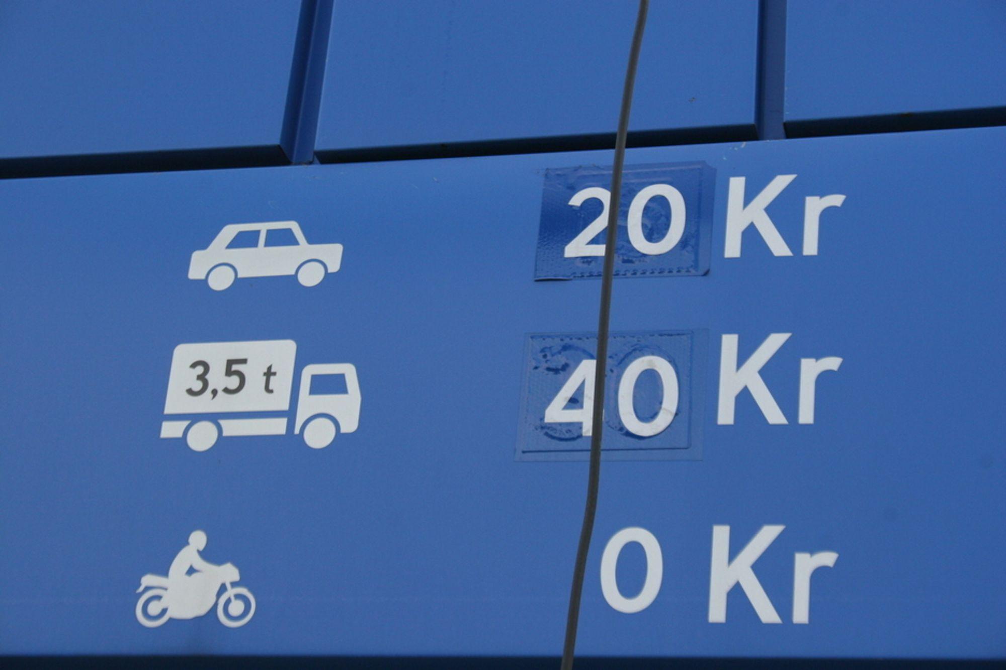 For hver krone staten spytter inn i norske veiprosjekter, må bilistene dekke en krone selv.
