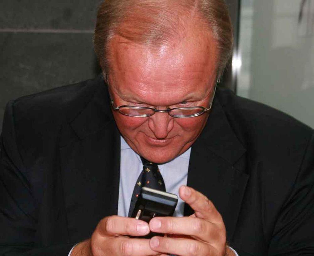 Gjenbruk: Kasserte mobiltelefoner skal brukes til å bygge nye. Det starter i Norge, mens Telenor også setter i gang panteordningen i denne svenskens hjemland.