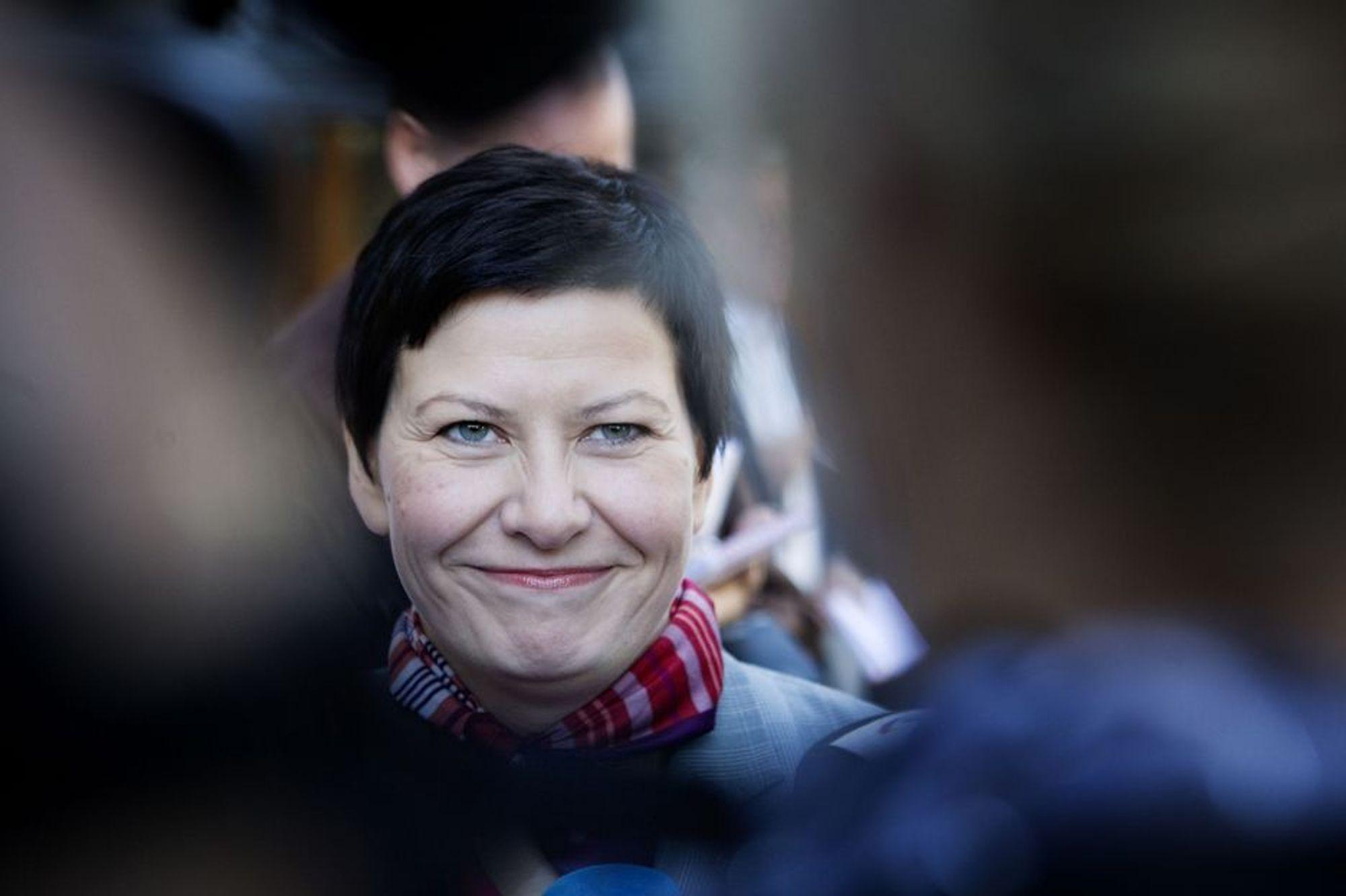 Arbeiderpartiets parlamentariske leder Helga Pedersen sier at partiet vil stemme for budsjettet, og at hun ikke har noen grunn til å tro at de andre regjeringspartiene ikke vil gjøre det samme.