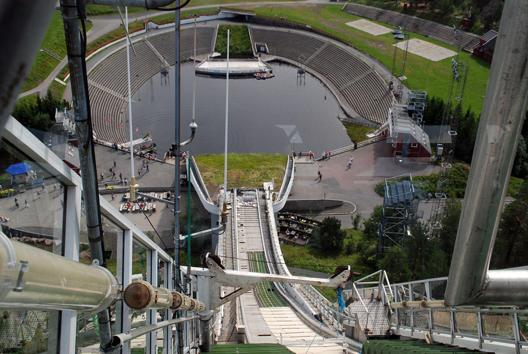 HISTORIE: Besserudtjernet sett fra Diamanten på toppen av Holmenkollbakkens tilløp i august 2008.
