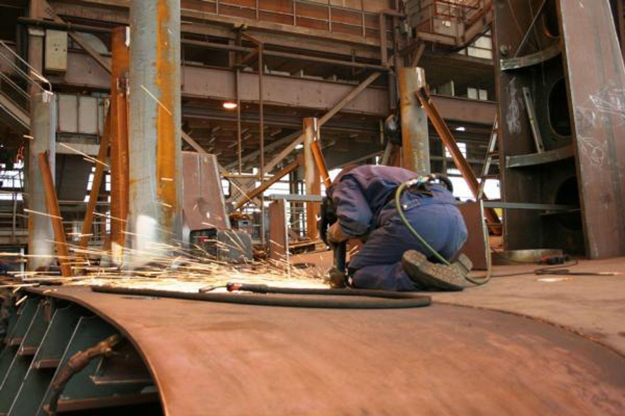 OPTIMISTISK: Industrien har økt produksjonen, og utnyttelsen av kapasitet har blitt bedre.