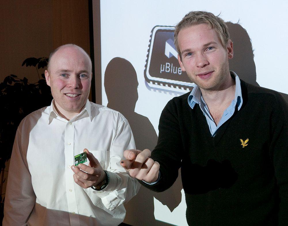 GJERRIG: Den nye blåtannbrikken fra salgsdirektør Geir Langeland (t.v.) og produktsjef Thomas Embla Bonnerud hos Nordic Semiconductor bruker 99 prosent mindre strøm enn vanlige blåtannbrikker.