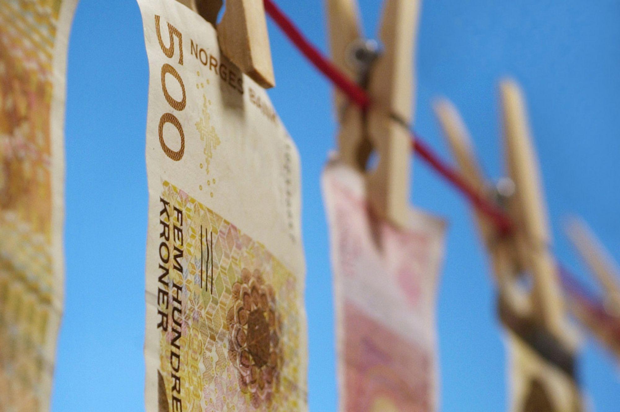 Kroner. Penger. Cash. Økonomi. Lønn. Lønnsnivå. Inntekt. Inntekstnivå. Minstelønn. Lønnsforhandlinger.