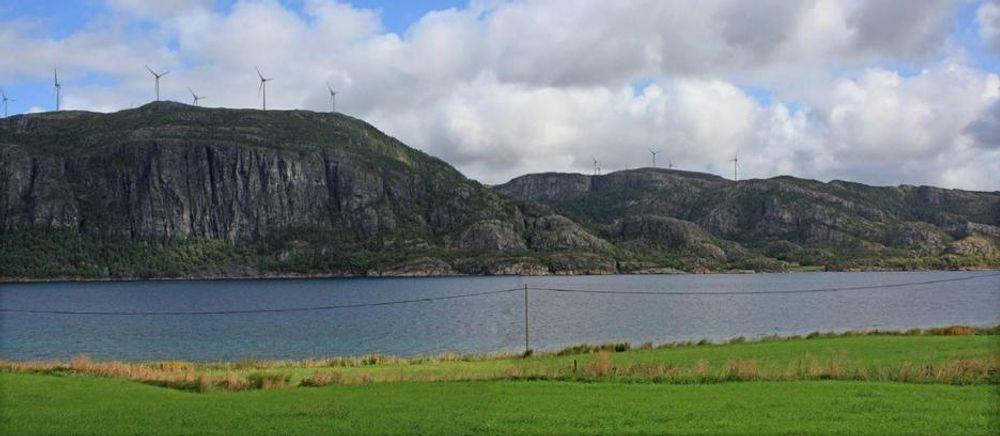 NVE SIER JA: Det står alt 25 turbiner på Bessakerfjellet. De fem nye turbinene på Skomakerfjellet i bakgrunnen er manipulert inn i bildet av TrønderEnergi. Nå har selskapet fått konsesjons-ja av NVE.