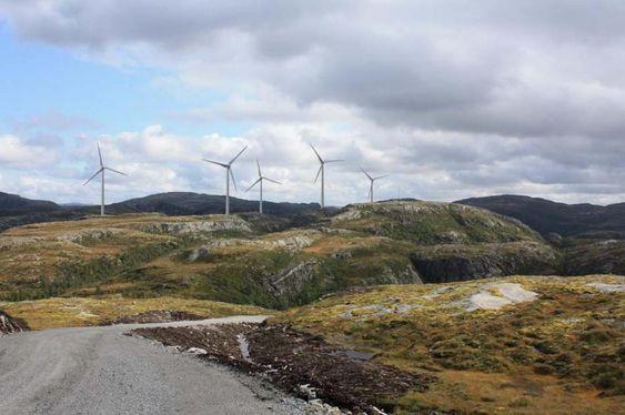 Vindparken Bessakerfjellet II. Dette er en visualisering (bildemanipulasjon), så turbinene er lagt til på bildet. Det finnes 25 møller på fjellet før de 5 som fikk konsesjon 3. juni 2009. Bildet er hentet fra TrønderEnergis konsesjonssøknad til NVE.