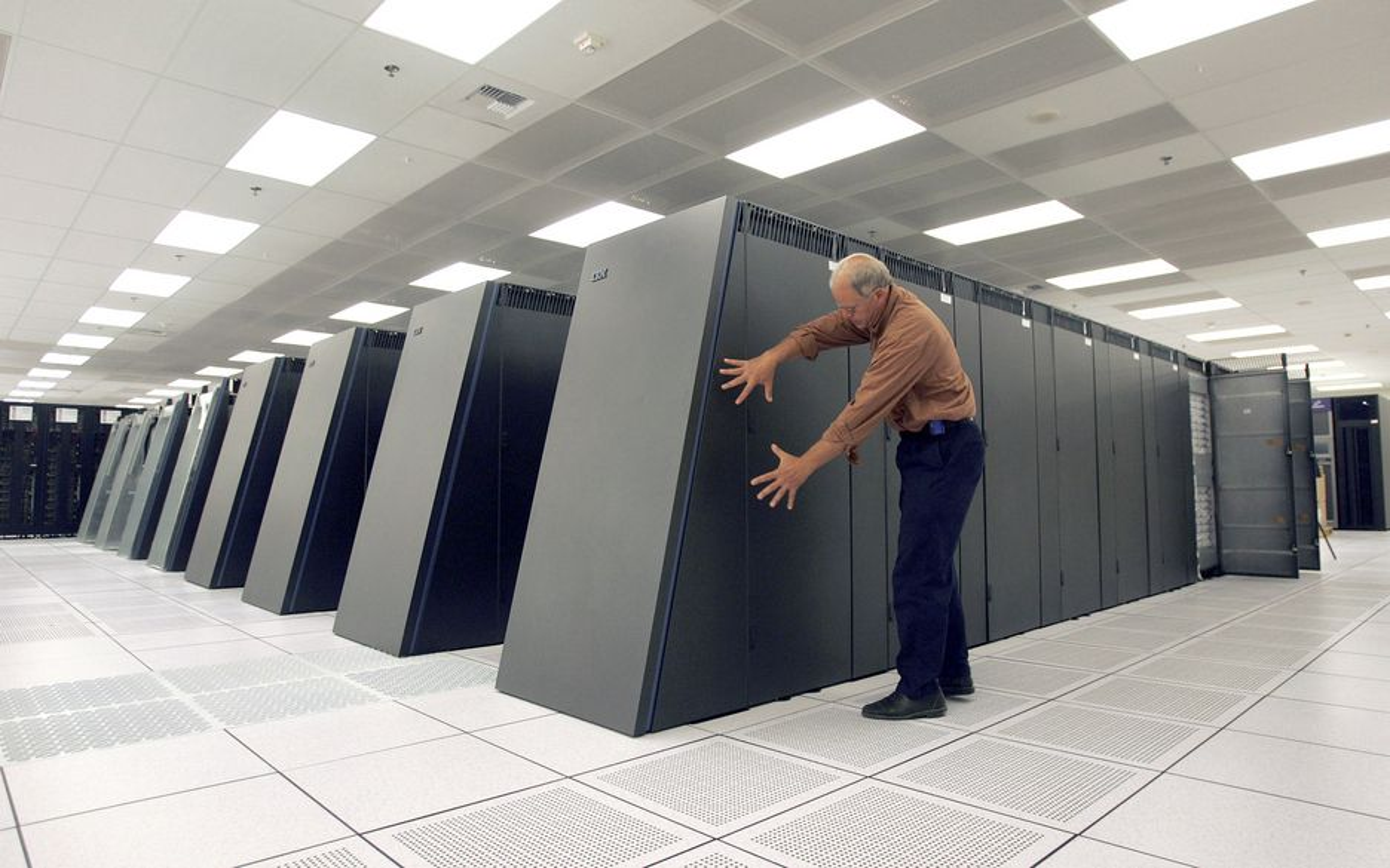 SUPERCOMPUTER: IBMs Blue Gene er regnet som en av de ledende supermaskinene i verden. Nordiske supercomputere kan nå bli samlet på Island for å kutte CO2-utslipp og få mer datakraft for pengene.