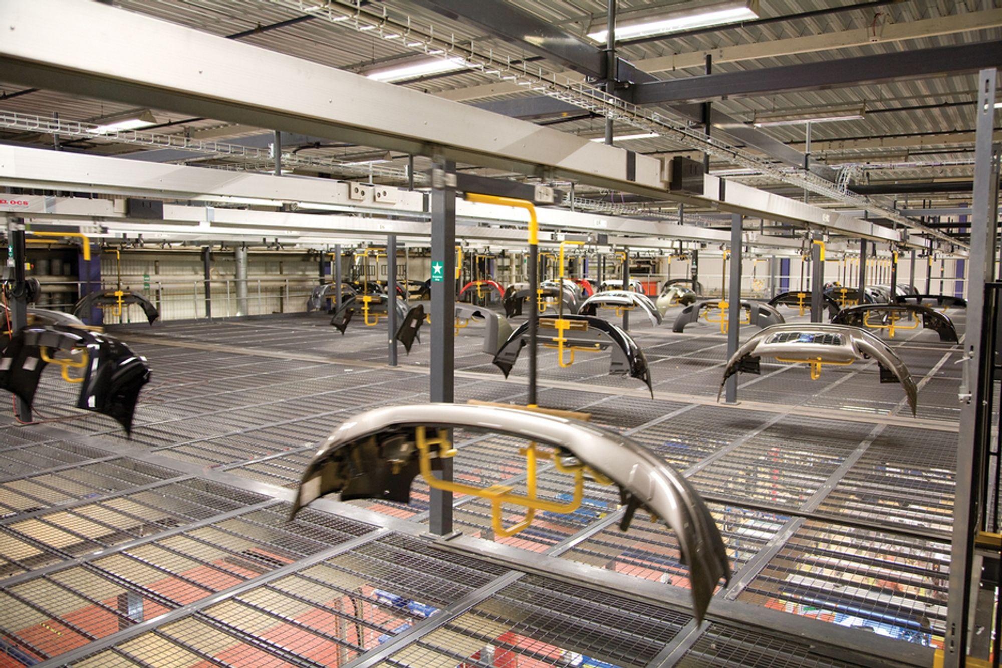 Produksjon av støtfangere hos Plastal på Raufoss.