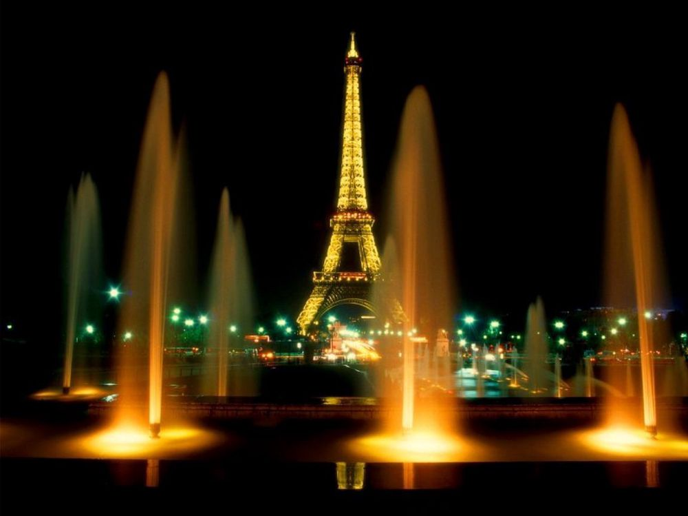 MON DIEU! Nordmenn (og briter) står bak når det gamle, ærverdige Eiffeltårnet får ny kosmetikk. ARKIVFOTO