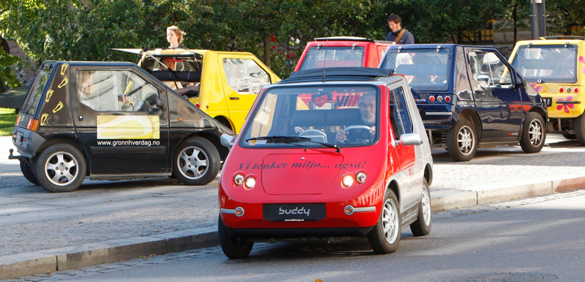 Gratis parkeringsplasser for elbiler må utredes nærmere, mener Norges Parkeringsforening.