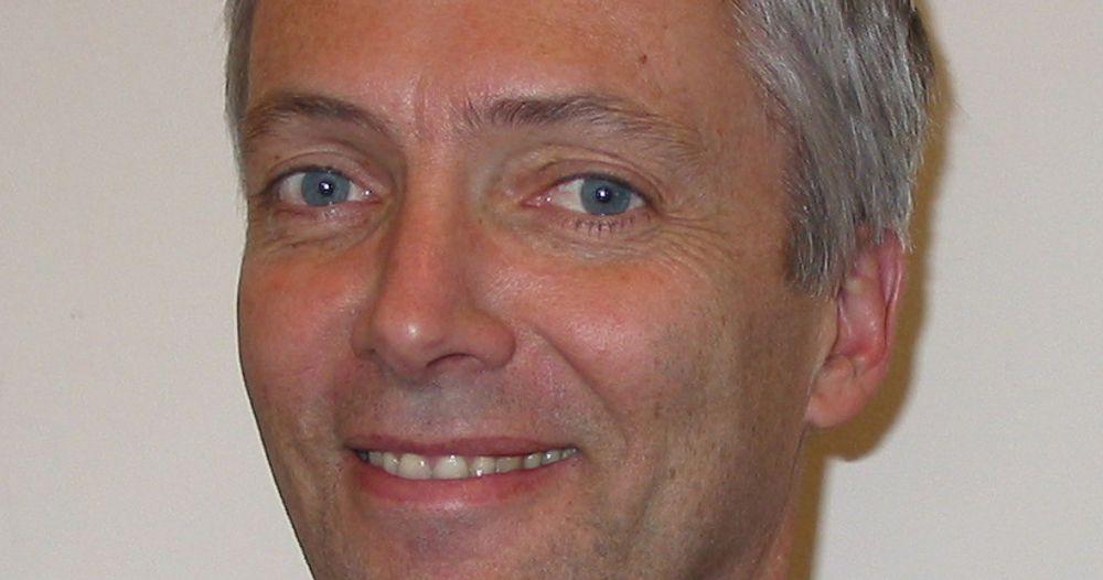 LØNN: Steinar Holden, økonomiprofessor ved Universitet i Oslo, går mot strømmen.