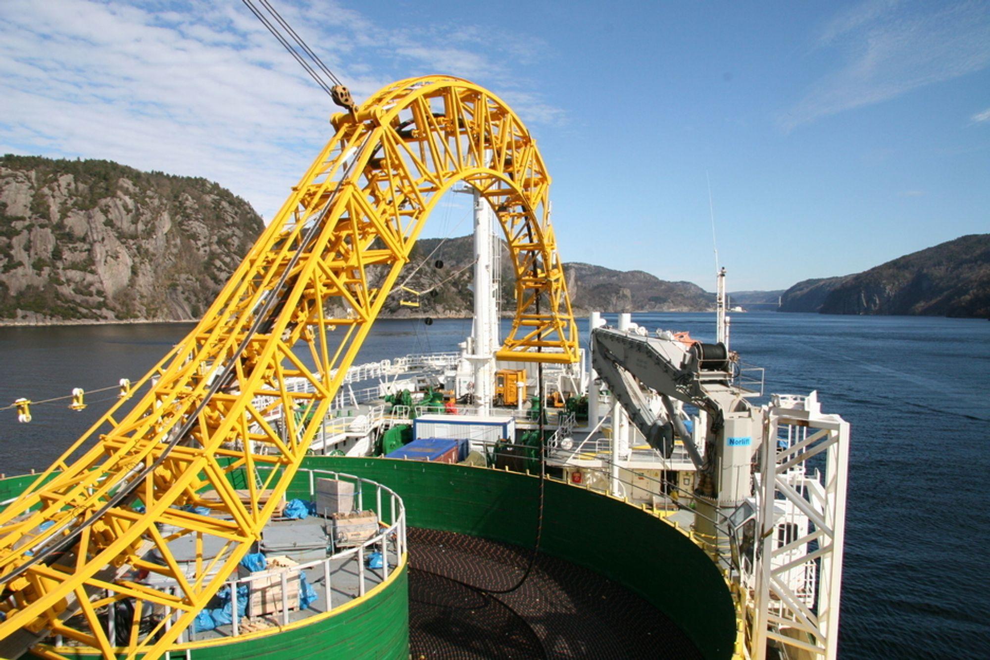FORETREKKER STATNETT: Olje- og energidepartementet foretrekker å la Statnett bygge kabel til Tyskland framfor å la Agder Energi, Lyse og EGL få være med. Bildet er fra leggingen av NorNed-kabelen.