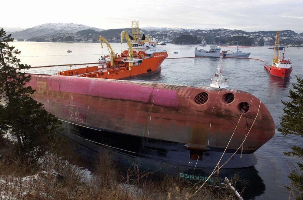 UKJENT: Verken los eller mannskap kjente til undervannskjæret uten for Revskolten fyr. 18 sjøfolk omkom da skipet kantret i stille vær den 19. januar 2004.