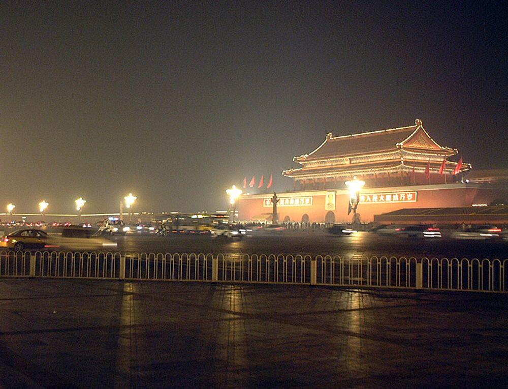 Kina stenger sosiale medier for å unngå diskusjon om den himmelske freds plass.