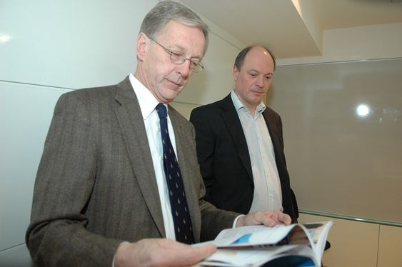 Per Terje Vold og Bjørn Harlad Martinsen i OLF legger fram konjunkturrapporten sin 12. november 2009