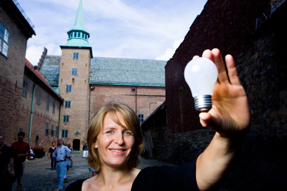 Prosjektleder i Forsvarsbygg sitt energiprosjekt, Cecilie Jentoft, presenterte prosjektet på Akershus Festning i Oslo tirsdag.