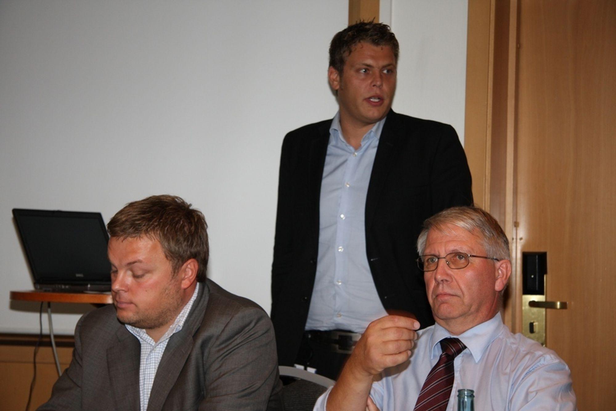 GIR BILISTENE REGNINGEN: Sekretariatsleder for Oslopakke 3, Henrik Berg, samferdselsbyråd i Oslo, Jøran Kallmyr og vegdirektør Terje Moe Gustavsen (fra venstre) la tidligere i dag frem forslag til handlingsprogram for Oslopakke 3 for perioden 2010-2013. Bomringen i Oslo skal finansiere over halvparten.