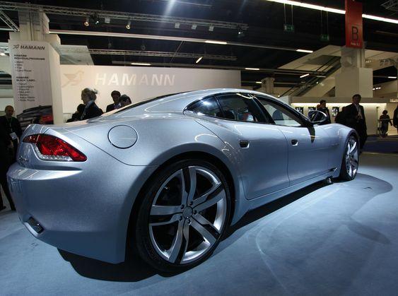 KRAFTIG HYBRID: Fisker Karma har klare likheter med Aston Martin. Ikke så snodig ettersom Henrik Fisker designet DB9 og V8 Vantage.