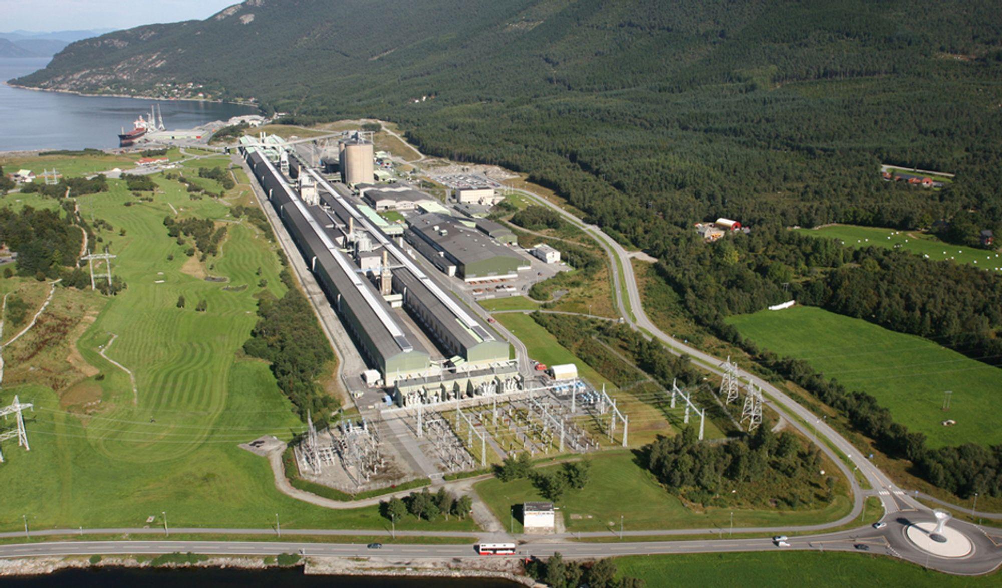 BLIR NABO: Det planlagte kullkraftverket blir nabo til det eksisterende aluminiumsverket til Sør - Norge Aluminium på Husnes.
