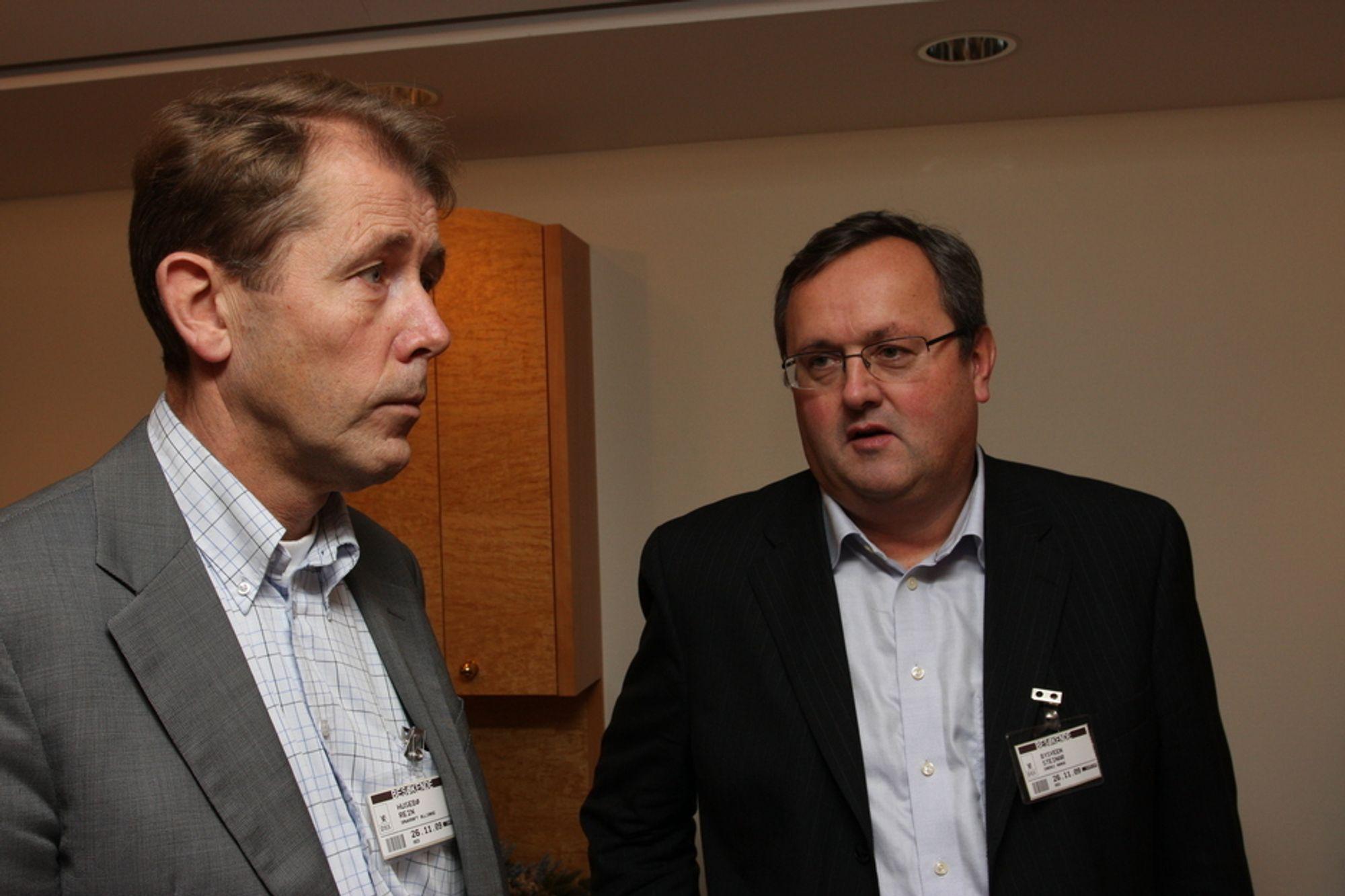 IKKE FORUTSIGBART: - Vi har hatt altfor mye av-og-på-politikk, sier Steinar Bysveen i Energi Norge. Til venstre i bildet Rein Husebø fra selskapet Småkraft AS, et av medlemmene i Småkraftalliansen.