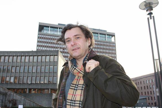 Øyvind Isachsen utenfor Høyblokka i regjeringskvartalet. Bildet er tatt i forbindelse med at en overgangsordning til grønt sertifikatmarked presenteres 26. november 2009.
