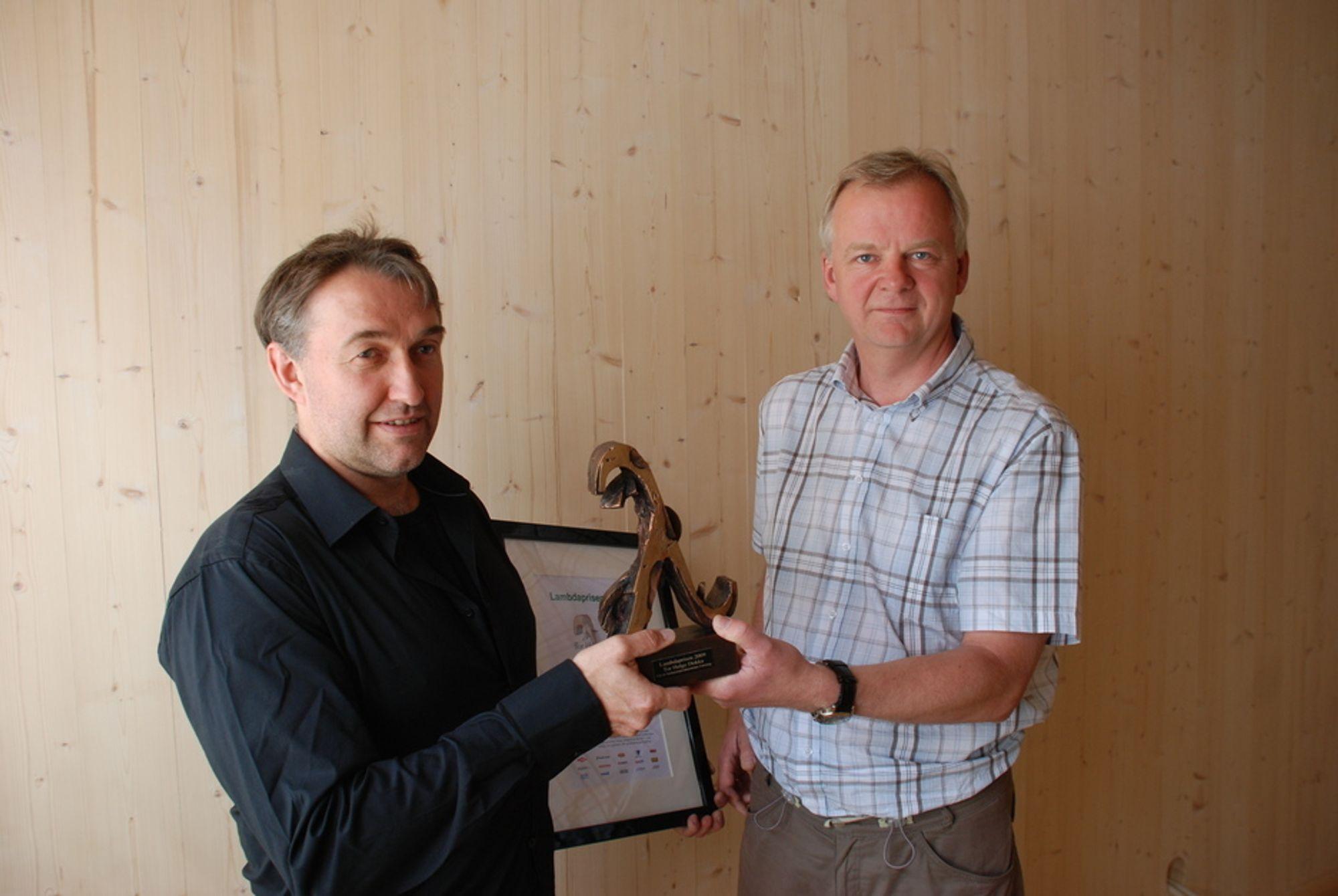 """LAMBDAPRISEN: Tor Helge Dokka i Sintef Byggforsk ble titulert som """"Mr. Passivhus"""" av isolasjonsprodusentenes forening da de gav ham den første Lambdaprisen som deles ut. Dokka har gjort en stor innsats for energieffektivisering."""