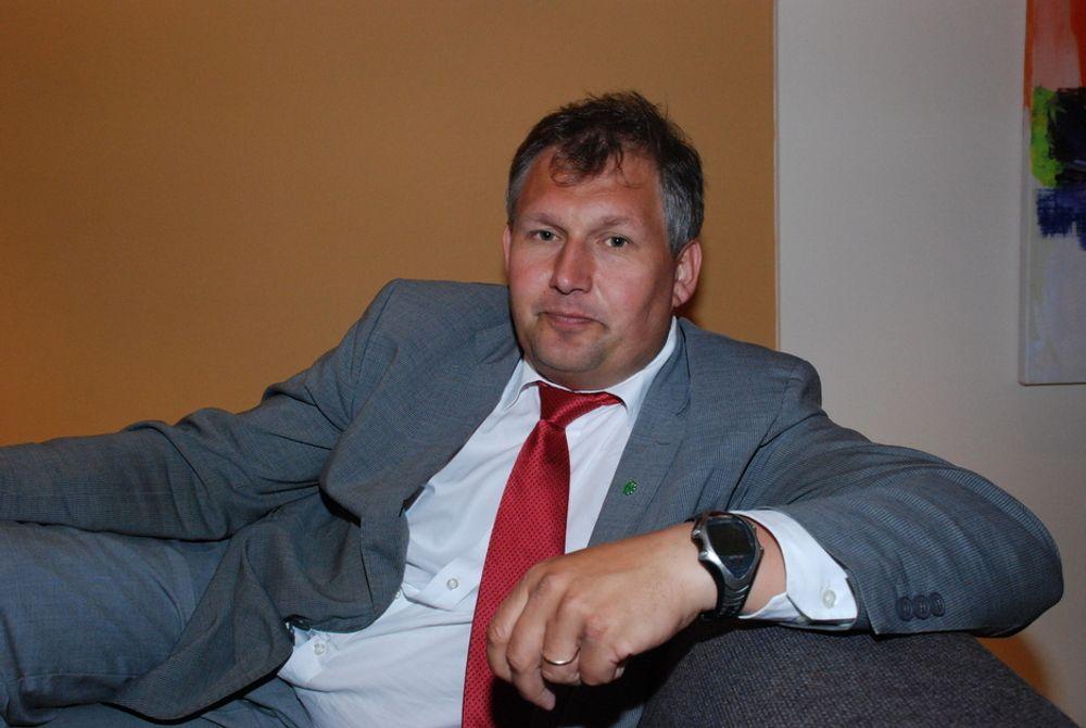 GOLIAT: Olje- og energiministeren mener strømprisen ikke går opp på grunn av Goliat. Statnett skal bygge linjer for fire milliarder kroner i Nord-Norge fram til 2017. Kraftekspert Kjell Bjørndal mener forbrukerne tar regninga.