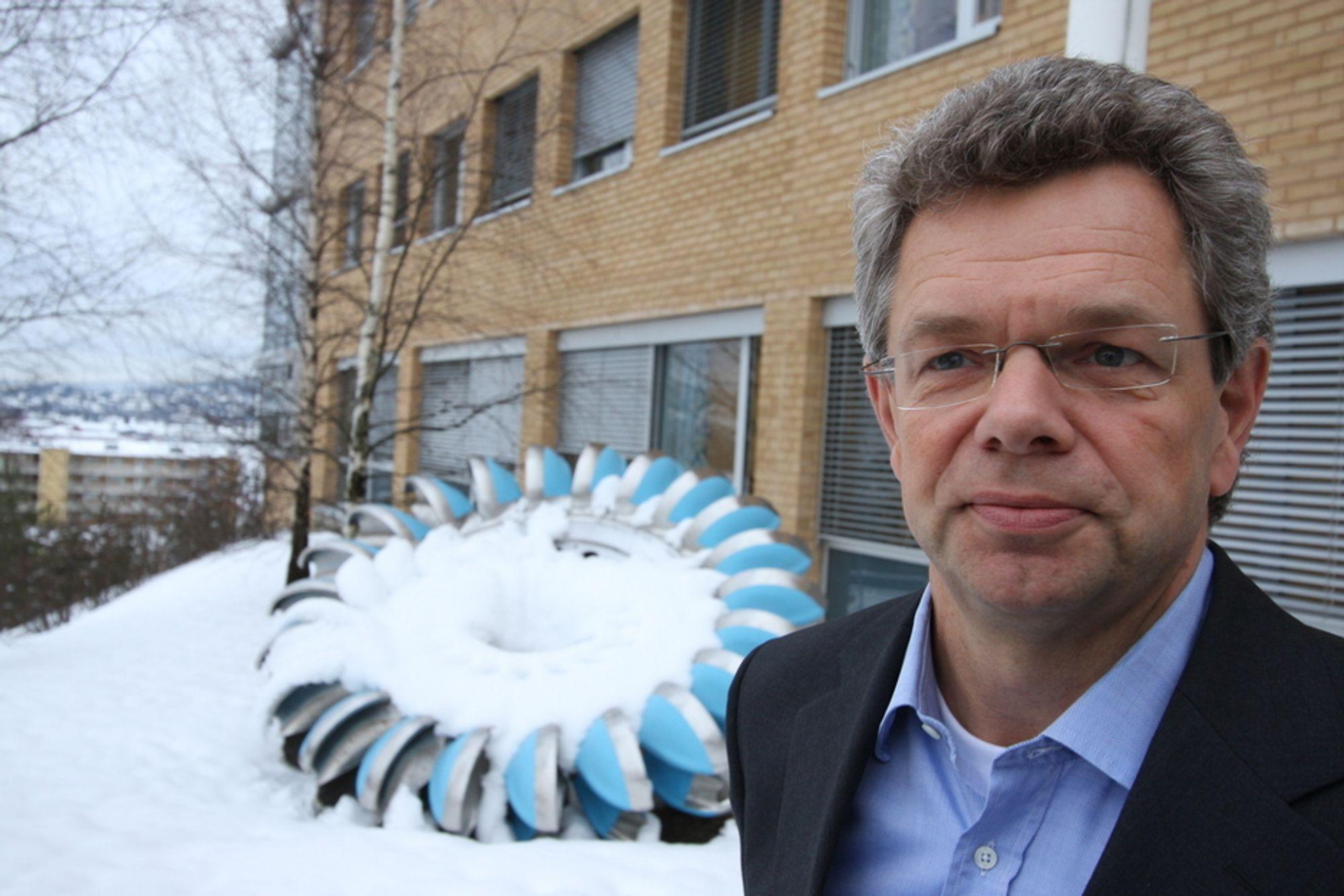 Konsernsjef Svein Ole Strømmen og Rainpower skal levere teknologi til småkraftverk landet rundt. Oppdragsgiver er den norske kirke ved Opplysningsvesenets Fond.