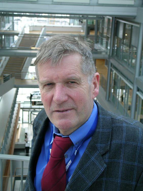 INTERNASJONALT: Øystein Noreng, professor i petroleumsøkonomi,