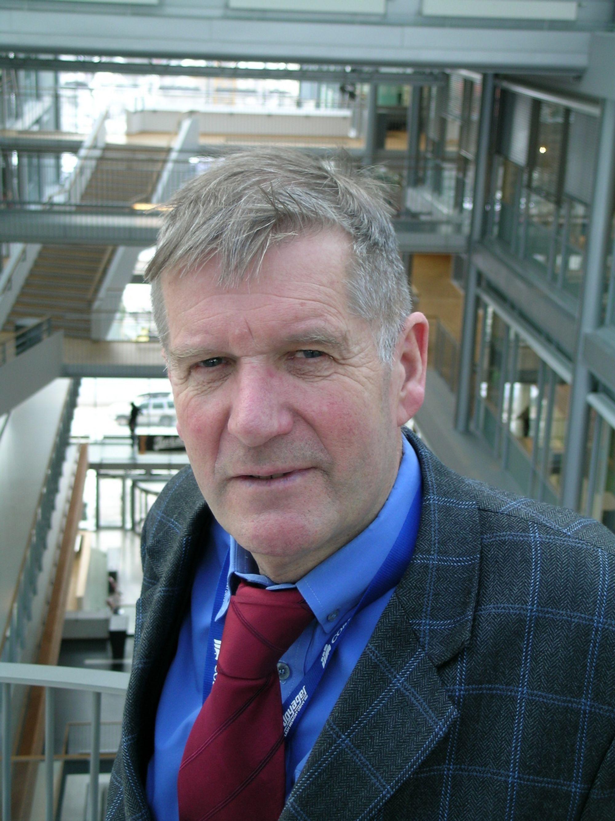 INTERNASJONALT: Øystein Noreng, professor i petroleumsøkonomi, er ansvarlig for det nye masterprogrammet i energiledelse ved Handelshøyskolen BI.