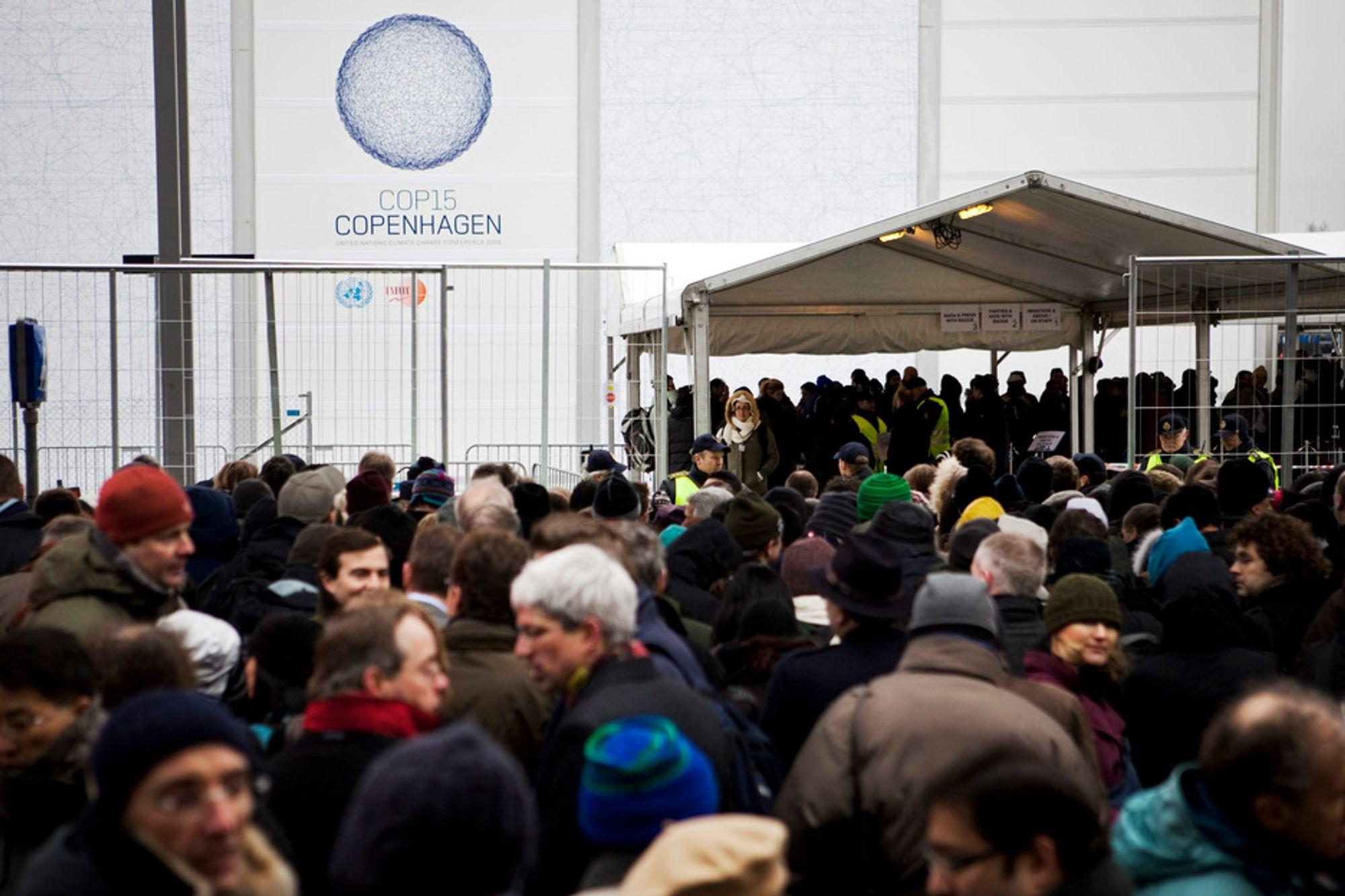 Mens svært mange sto flere timer i kø for å komme inn på Bella Center i København mandag, valgte utviklingslandenes representanter å forlate forhandlingene i protest.