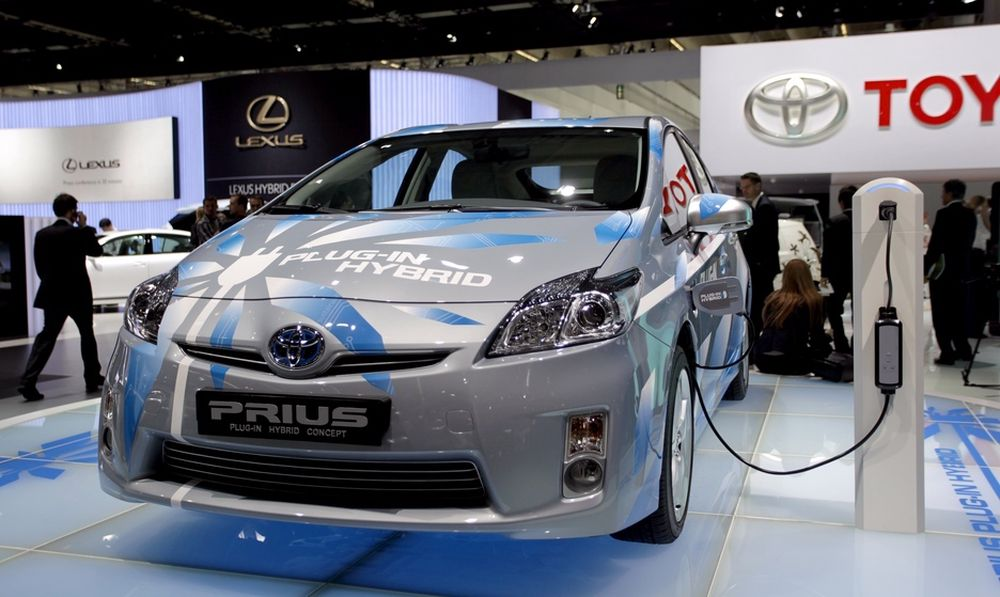 Toyota viste fram sin prototyp på en ladbar Prius på årets Frankfurt-messe. I løpet av 2010 settes den i trafikk i et testprogram som for Nordens del ledes fra Norge.