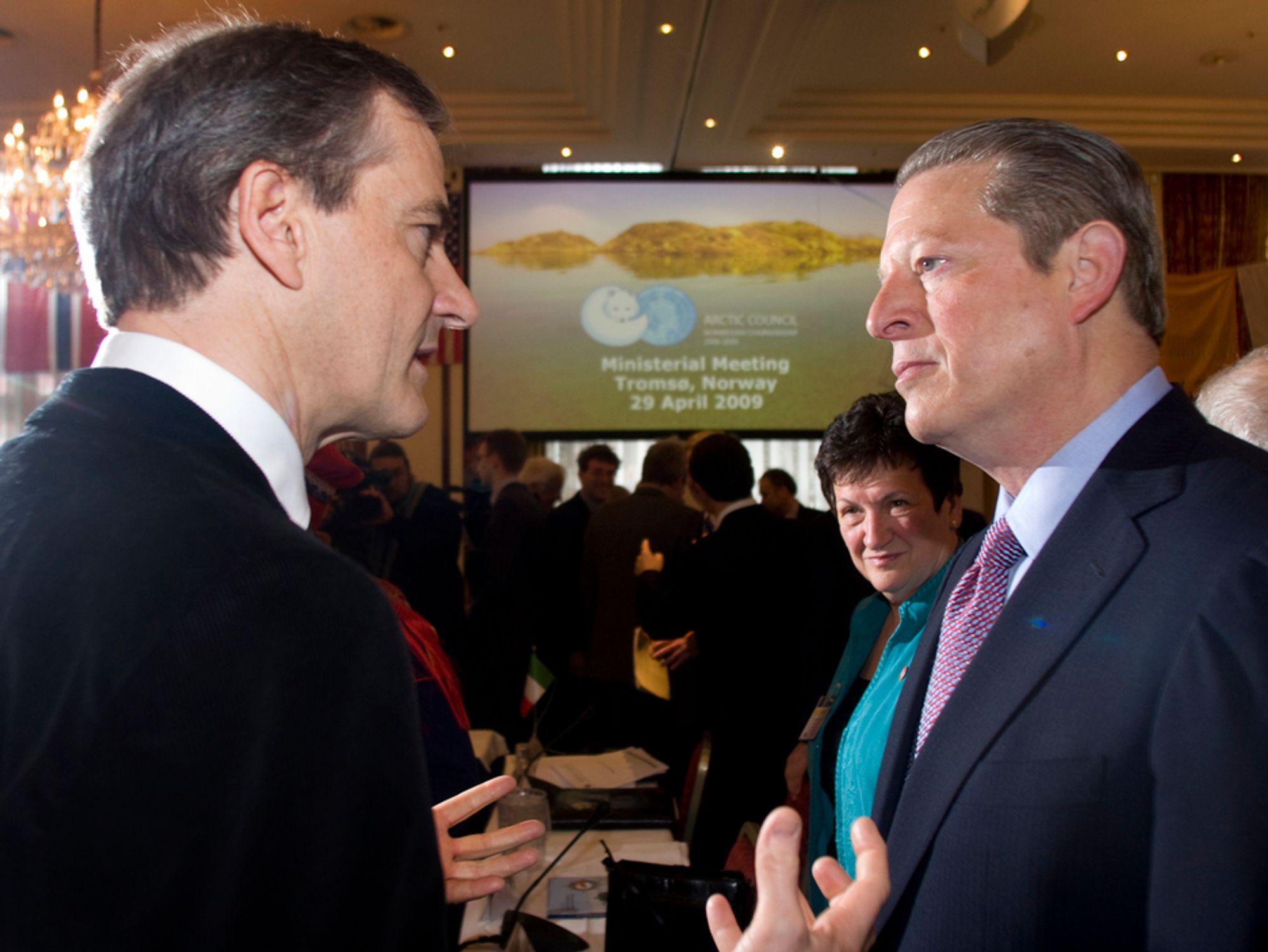 Jonas Gahr Støre og Al Gore fikk idéen til en rapport om snø og is under ministermøtet med Arktisk Råd i april. I dag legges den frem.